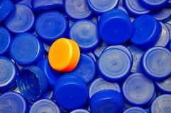 Plastik bedeckt Hintergrund mit einer Kappe Stockbilder