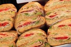 Plastik eingewickeltes Sandwich Lizenzfreie Stockfotos