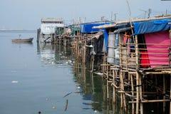 Plastikabfallverschmutzung im Ozean Foto, welches das Verschmutzungsproblem des Abfalls geworfen direkt in das Meer ohne richtige Lizenzfreie Stockbilder