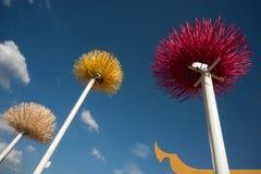 Plastikblume auf dem Pol. Lizenzfreies Stockbild