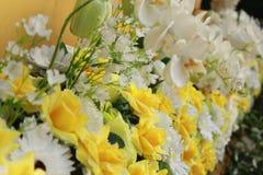 Plastikblumen, Blumenstraußblumen für Hintergrund Lizenzfreies Stockbild