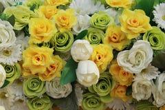 Plastikblumen, Blumenstraußblumen für Hintergrund Lizenzfreie Stockfotos