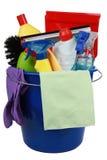 Plastikeimer mit Reinigungsproduktreinigungsanlage Stockfotos