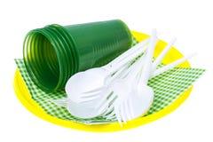 Plastikeinweggeschirr auf weißem Hintergrund Stockfotos