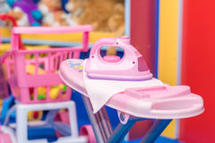 Plastikeisenspielzeug für Kinderspiele Lizenzfreies Stockfoto