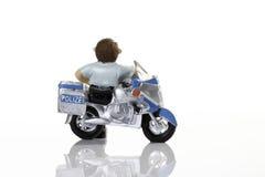 Plastikfigürchen eines Polizisten Stockbild