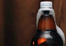 Plastikflasche Bier mit Phiolen Lizenzfreies Stockbild