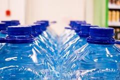 Plastikflaschen mit Wasser 5 Liter Lizenzfreies Stockfoto