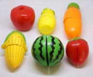 Plastikgemüse und Früchte Stockfotos