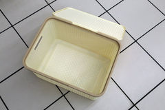 Plastikkasten für Leinenlagerung Stockbild
