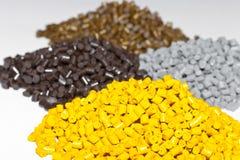 Plastikkugeln auf dem Tisch im Labor Polymerische Färbung C Lizenzfreies Stockfoto