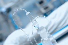Plastikowa butelka medyczny ciecz zdjęcia royalty free