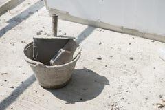 Plastikowa kielnia w wiadrze, wyposażenie dla używać w budowa budynku zdjęcie stock