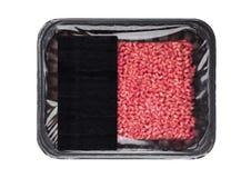 Plastikowa taca z frew wołowiny wieprzowiny surowym barankiem mince zdjęcie stock