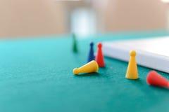 Plastikowe sztuk postacie 3d abstrakcjonistyczna pojęcia gry ilustracja Zdjęcie Royalty Free