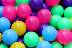 Plastikowy balowy kolorowy dla dzieciaków bawić się piłkę w woda parku, Kolorowy balowy plastikowy abstrakcjonistyczny tekstury t fotografia stock
