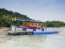 Plastikowy doku błękit, kamizelka ratunkowa i fotografia stock