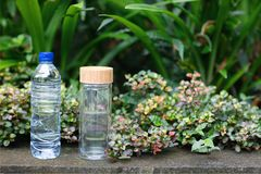 Plastikowy i szklany bootle obrazy royalty free