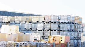 Plastikowy wiadro z 1000 litrami kubaturowymi dla średniego zbiornika Łączący z dużo używać i nowymi obraz royalty free