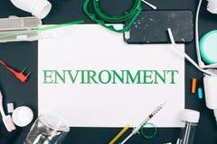 plastikowy zanieczyszczenia pojęcie Jest plastikowy bezpłatny Tapetuje z słowa środowiskiem w centrum kolorowy używa klingeryt obrazy royalty free