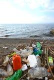 Plastikowy zanieczyszczenie na plaży Jeziorny Ohrid, Macedonia Obraz Stock