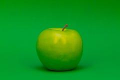 Apple na zieleni Obrazy Stock
