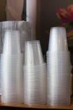 Plastikschalen, sondern aus und häufen Stapel an Stockbilder