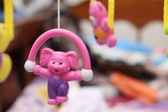 Plastikspielwaren, a-Spielzeug sind ein Einzelteil, das im Spiel benutzt wird, Version 6 Stockfotografie