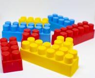 PlastikspielwarenBausteine lizenzfreies stockbild