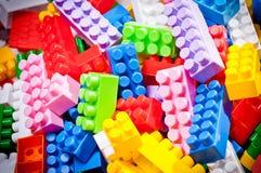 Plastikspielzeugziegelsteine Stockbilder