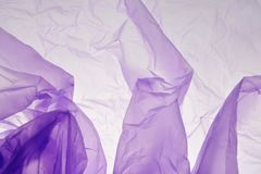 Plastiktaschehintergrund Violette Beschaffenheit Purpurrotes Hintergrundstellen-Streifendetail f?r Entwurf Raum f?r Text, Schablo stockfotos