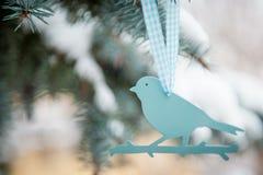 Plastikvogelbaumdekoration Lizenzfreie Stockfotografie