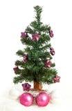 Plastikweihnachtsbaum mit purpurroten Sternen Stockfotografie