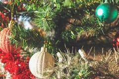 Plastikweihnachtsbaumdekorationen Lizenzfreie Stockfotos