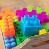 Plastique coloré de jouet sur le fond blanc Photo stock