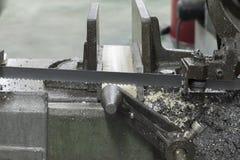 Plastique de blanc de coupe de machine de sawing Photographie stock libre de droits