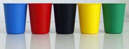 Plastique différent de couleur de pot de seau images stock