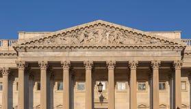 Plastisch fronton over de ingang op U S De Capitoolbouw royalty-vrije stock foto's