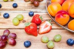 Platå med frukt Fotografering för Bildbyråer