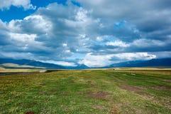 Platô em montanhas de Ketmen, Cazaquistão Fotografia de Stock Royalty Free