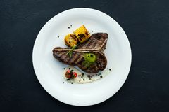 Plat américain de viande de qualité de barbecue de bifteck de nervure Photo stock