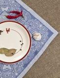 Plat avec des épices sur un fond de textile Image stock