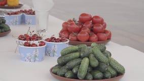 Plat avec des légumes banque de vidéos
