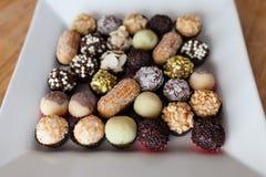 Plat avec des sucreries Photographie stock libre de droits