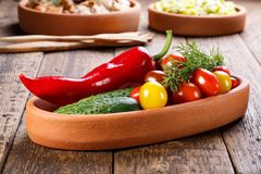 Plat avec différents légumes frais photographie stock