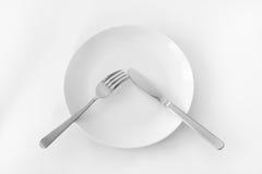 Plat avec la fourchette et le couteau. photographie stock