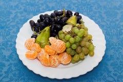 plat avec le plateau de fruit, table de Reston photos stock