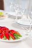 Plat avec les légumes découpés en tranches Photos stock