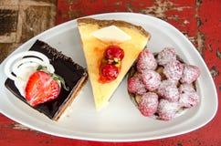 Plat avec 3 types de gâteaux Photographie stock