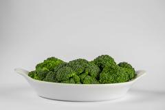 Plat blanc avec le brocoli Photos libres de droits